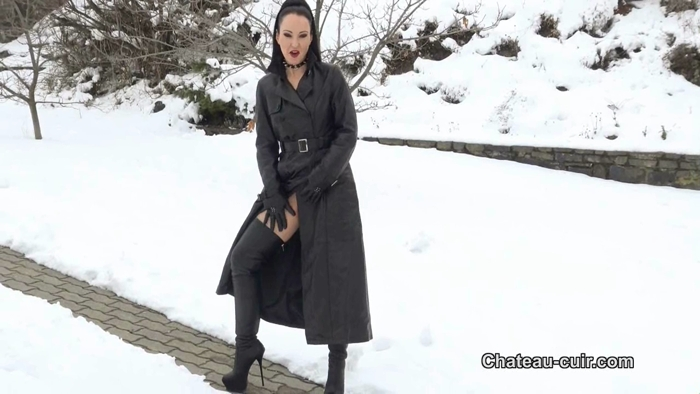 Watch or Download – Chateau-Cuir – Leather tease in the snow – Chateau-Cuir, Dirty Talk, Femdom – Release [14-03-2018]