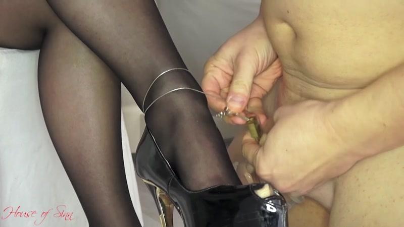 House of Sinn – Orgasm control on Miss Sarah's whim  [MASTURBATION ENCOURAGEMENT, PANTYHOSE/STOCKINGS, smoking]