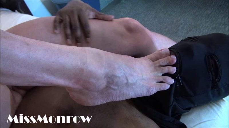 Miss Monrow – Little foot slave  [amazons, MUSCULAR WOMEN, scissors]