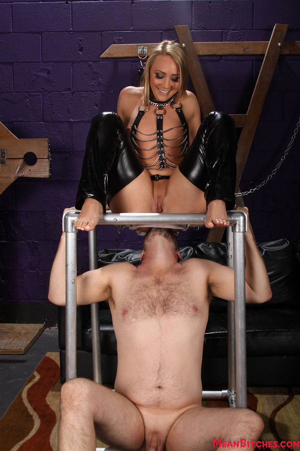 Watch or Download - MeanWorld - MeanDungeon - AJ Applegate 3 - ass smother, butt drops, woman - Release [23-08-2016]
