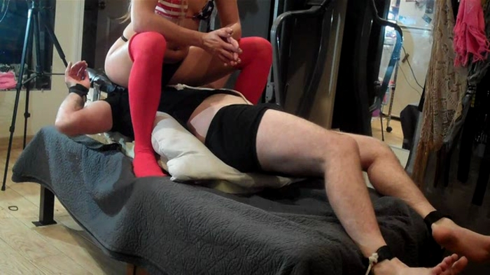 Watch or Download - Extreme Amateur Facesitting - Piss Smothered in Dirty Panties - facesit, ass worship, ass smother - Release [04-02-2017]