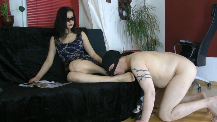 Watch or Download - Goddess Leyla and Friends - foot play, licking feet, feet - Release [02-07-2017]