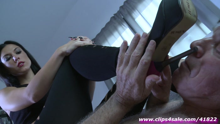 Watch or Download - Crush Passion - Goddess Chanel - Dirty high heels and smelly feet - Boot Fetish, Boot Domination, Shoe - Release [22-10-2017]