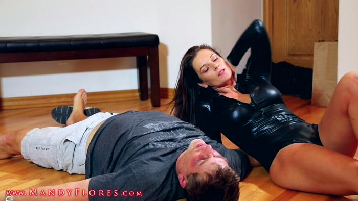 Watch or Download - Mandy Flores - Executrix - Beaten And Broken - Mandy Flores, faceslapping, facepunching, facebusting - Release [06-02-2018]