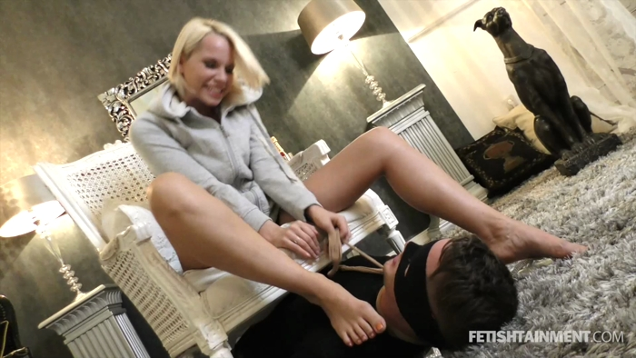 Watch or Download - FemdomGold - Serena - foot play, licking feet, feet - Release [09-02-2018]