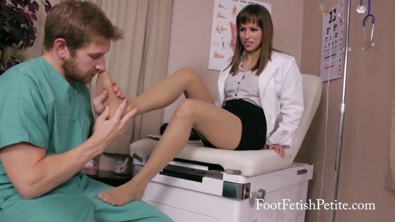 Foot Fetish Petite – Dr. Pantyhose. Starring Alyssa Kayson  [Foot Fetish Petite, Fetish, FEMALE DOMINATION]