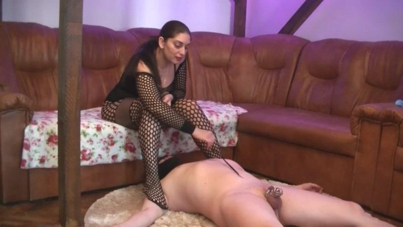 Bizarre Goddesses – trampling her toilet slut in chastity. Starring Mistress Roberta  [Bizarre Goddesses, Goddess, Domme]