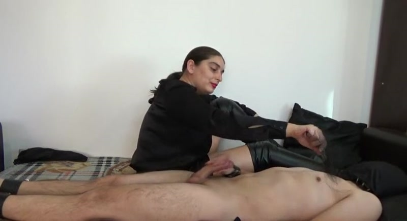 Mistress Roberta – Play with yourself while i will whip your nipples  [Submissive Slave Training, nipple play, FEMDOM]
