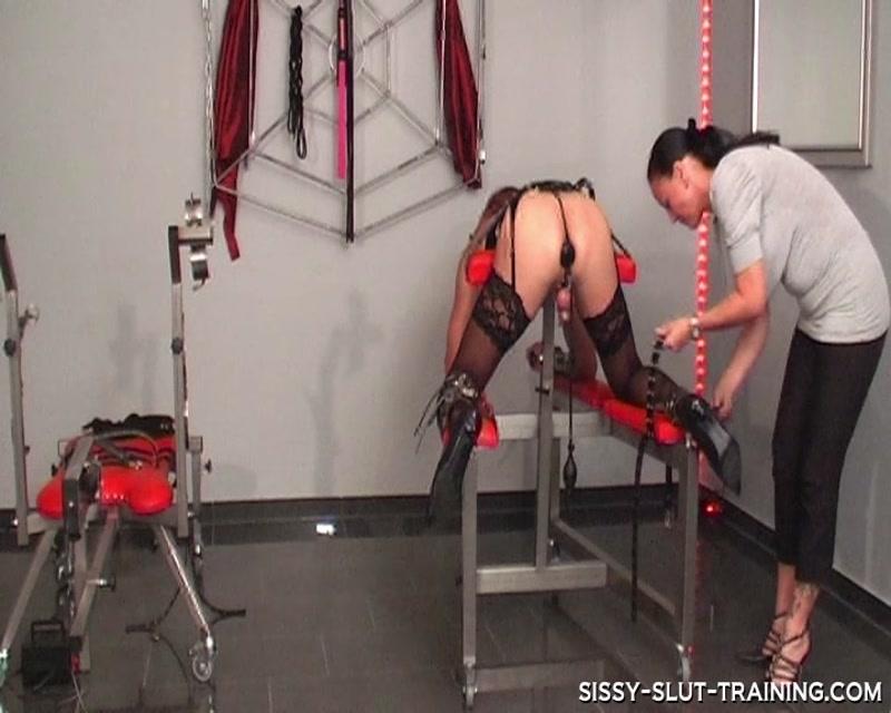 Sissy Slut Trainig – Locked up and Punished  [latex, Sissy Slut, anal slave]
