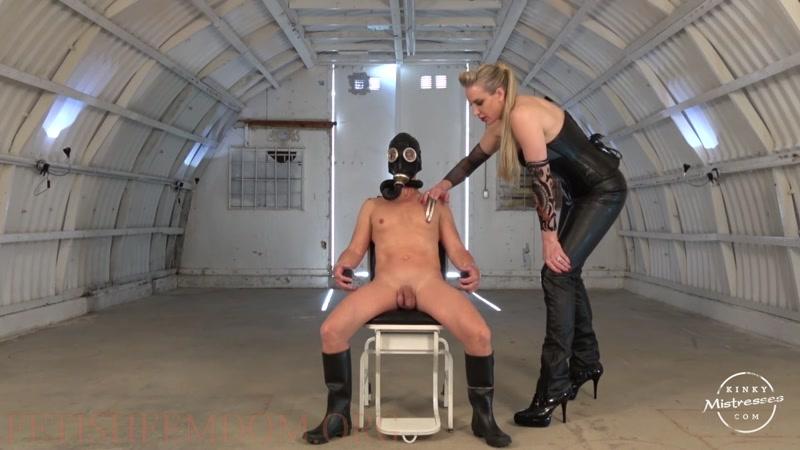 Kinky Mistresses – Used On The Military Base By Severa  [Goddess Severa, FEMDOM, scratching]