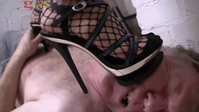 Dangerous-Girls - Der Haeftling (The Prisoner) (720 HD) - heels, trampled, facestanding, facebusting, nose