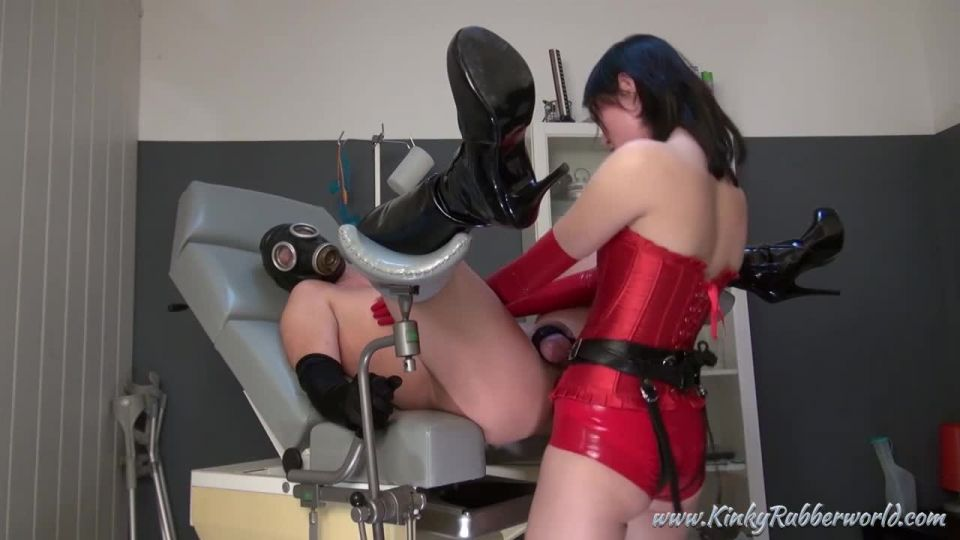 Kinky Rubber World: Fetish Nelja - Fucked With The Red Strapon - Rubber Fetisch